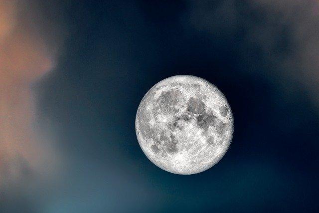 ทำนาย ฝันถึง พระจันทร์ ฝันเห็น พระจันทร์